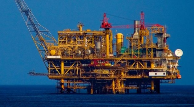 Angola buckles up for global oil sector plunge